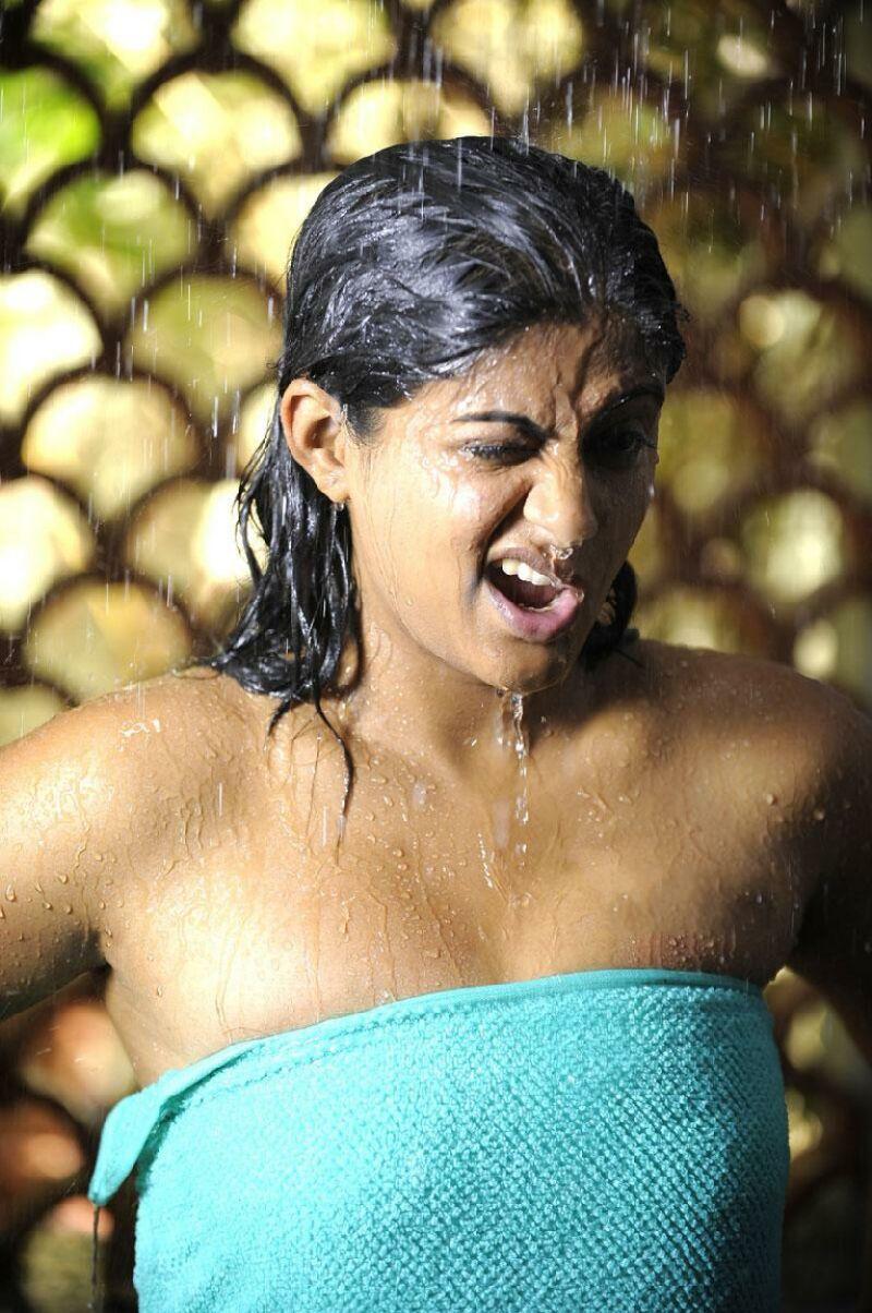 priyamani priyamani hot south indian actress wet tamil telugu kannada desi masala photos 0003 Warner Home Video announced yesterday that the animated movie Green Lantern: ...